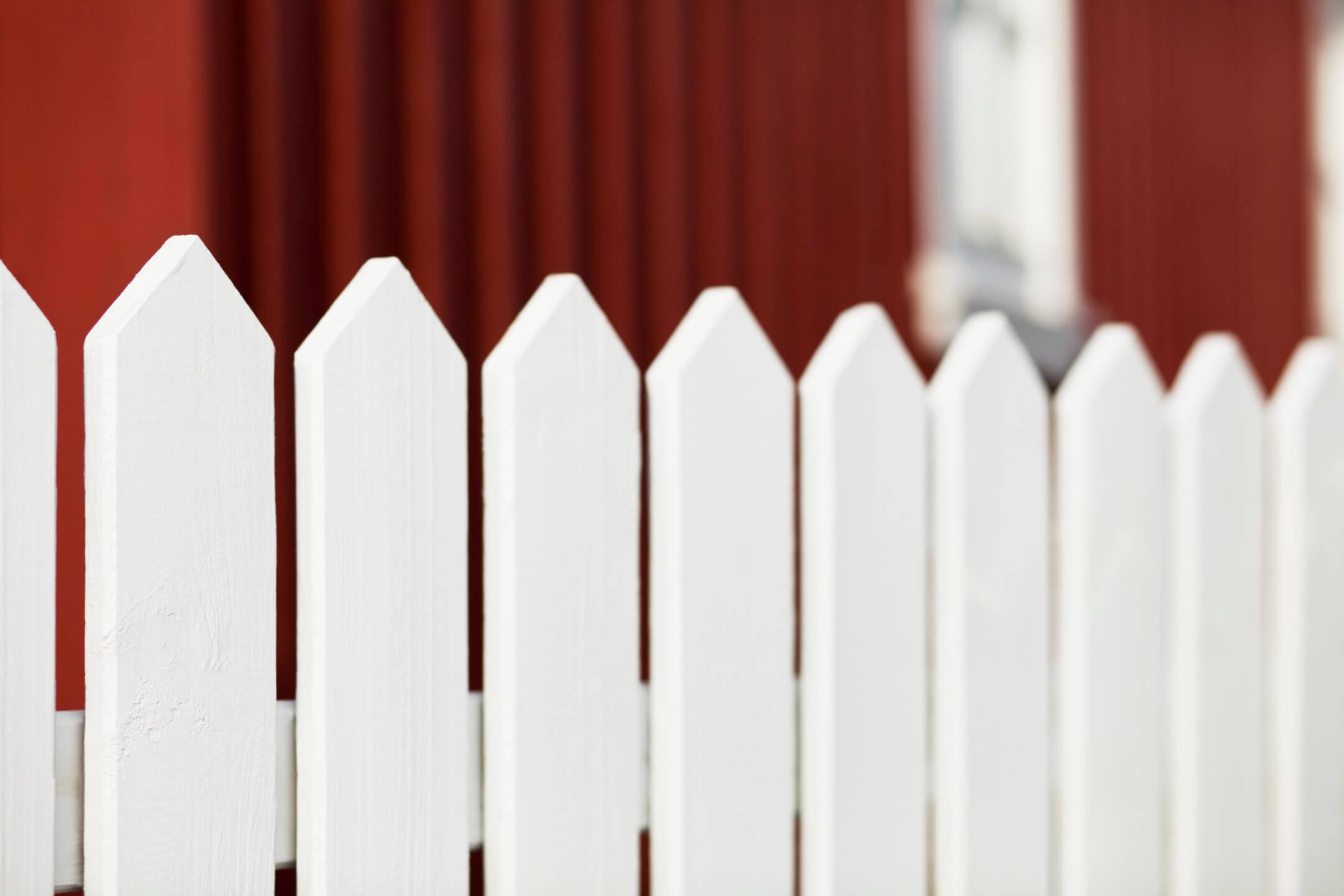 farba na drevený plot